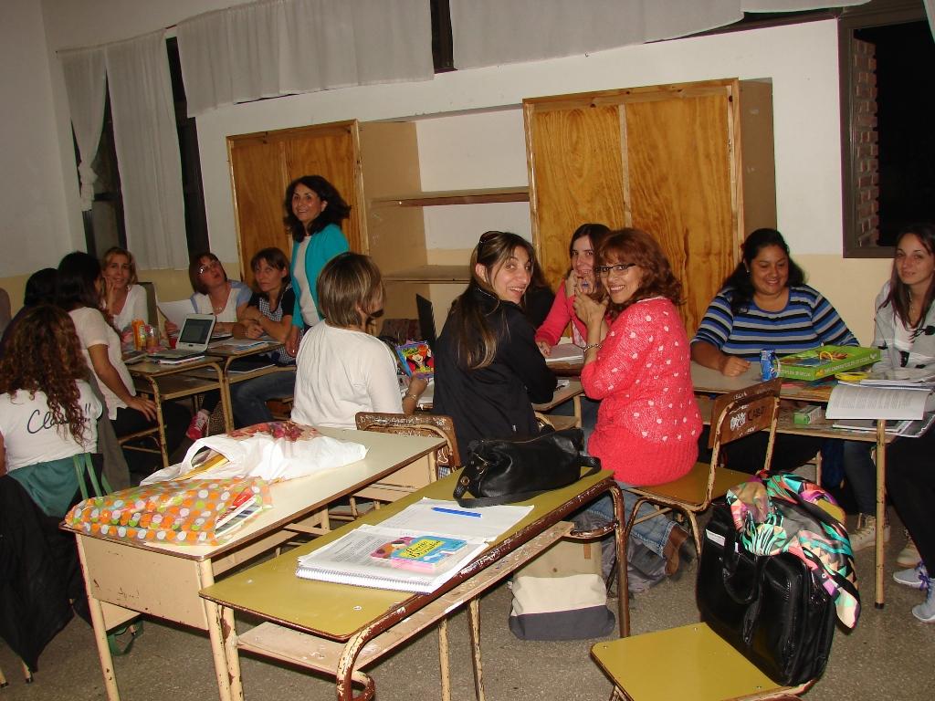 Contin a el curso organizaci n de la ense anza en el for Jardin maternal unlp 2015
